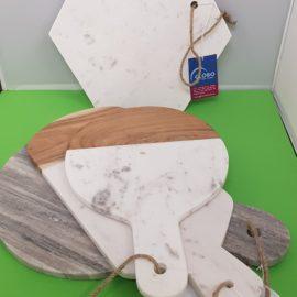 Elegante Bretter aus Marmor und Mangoholz