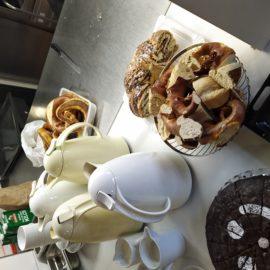 Treffen der Weltladen-Mitarbeiterinnen mit Kaffee und Kuchen